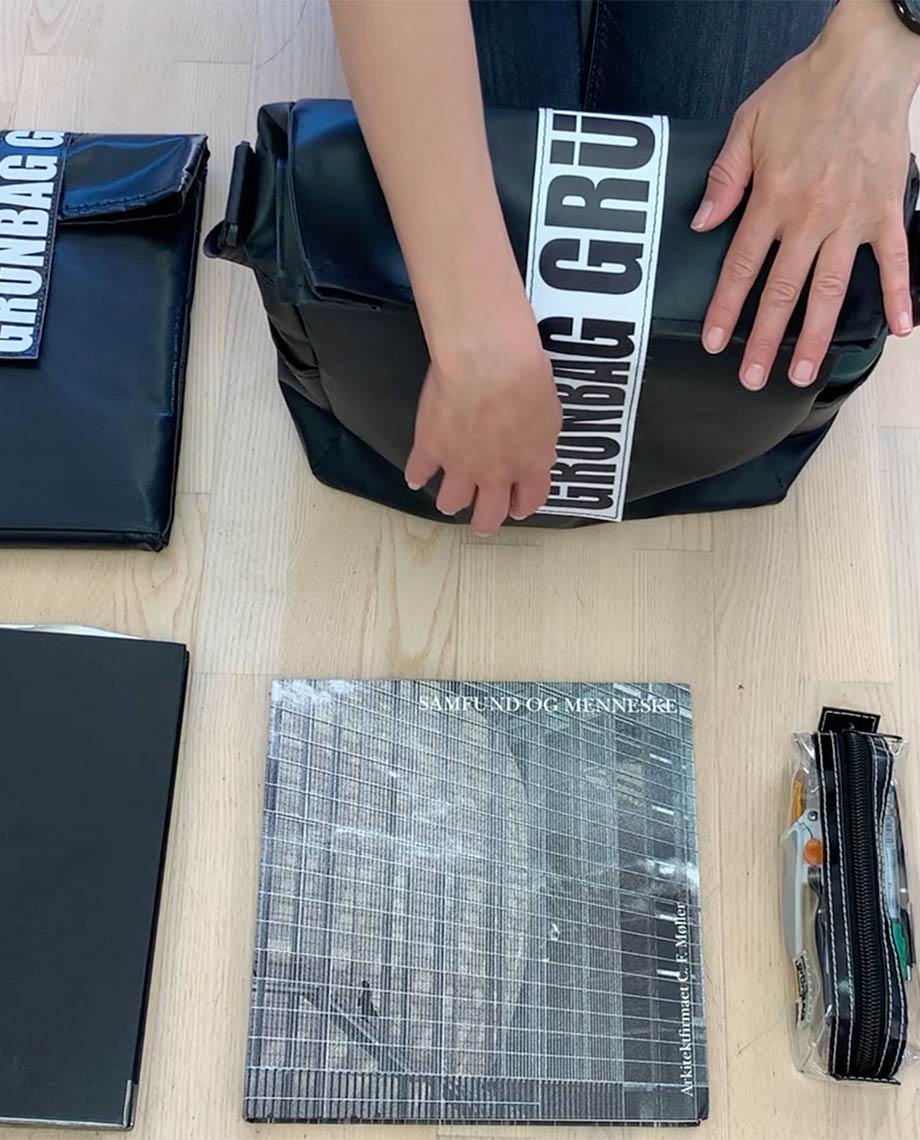 0__=__youtube___spacious bag for architects___https://www.youtube.com/embed/CkkTwlq5ha0___CkkTwlq5ha0